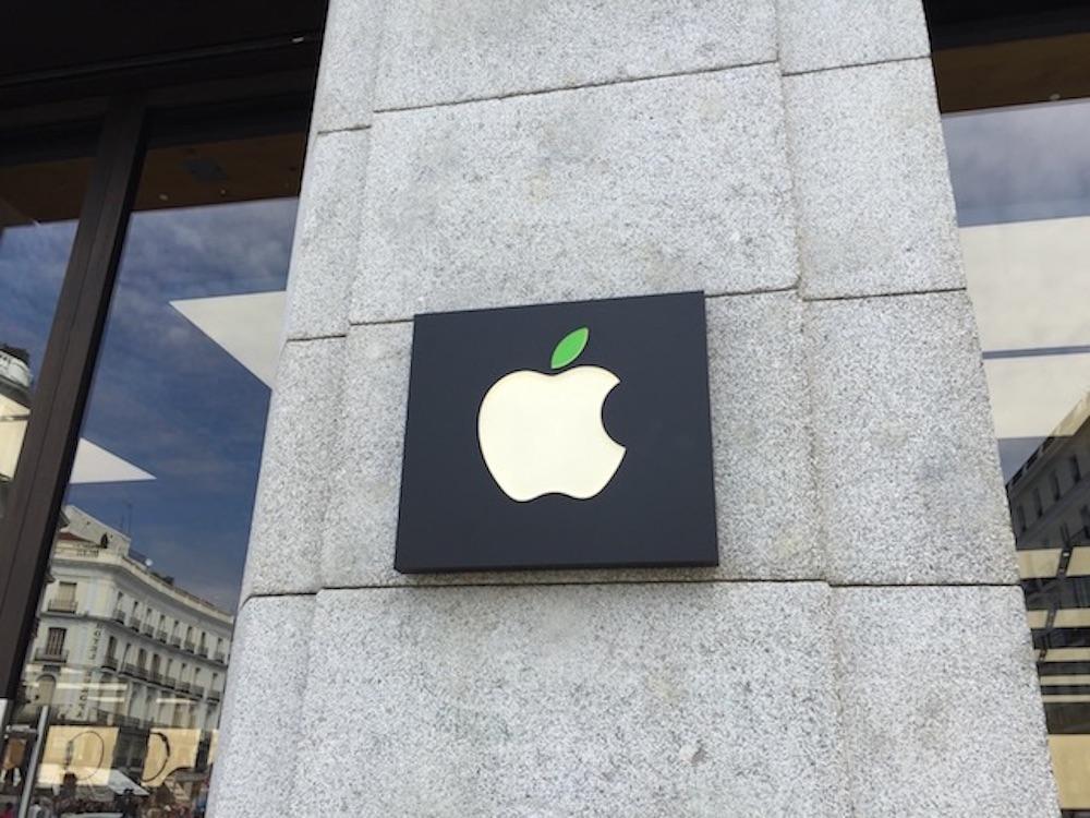 Logotipo verde de Apple por el día de la tierra
