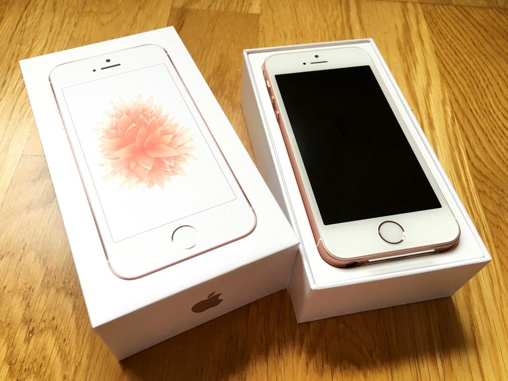 iPhone SE abierta