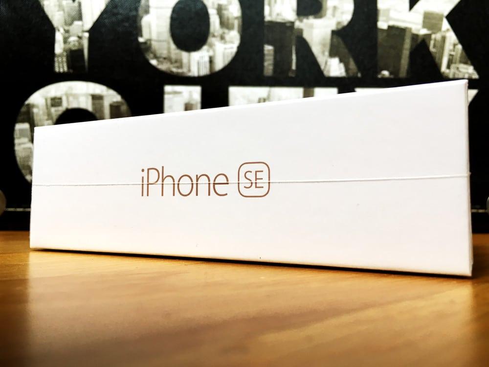iPhone SE caja CloseUp