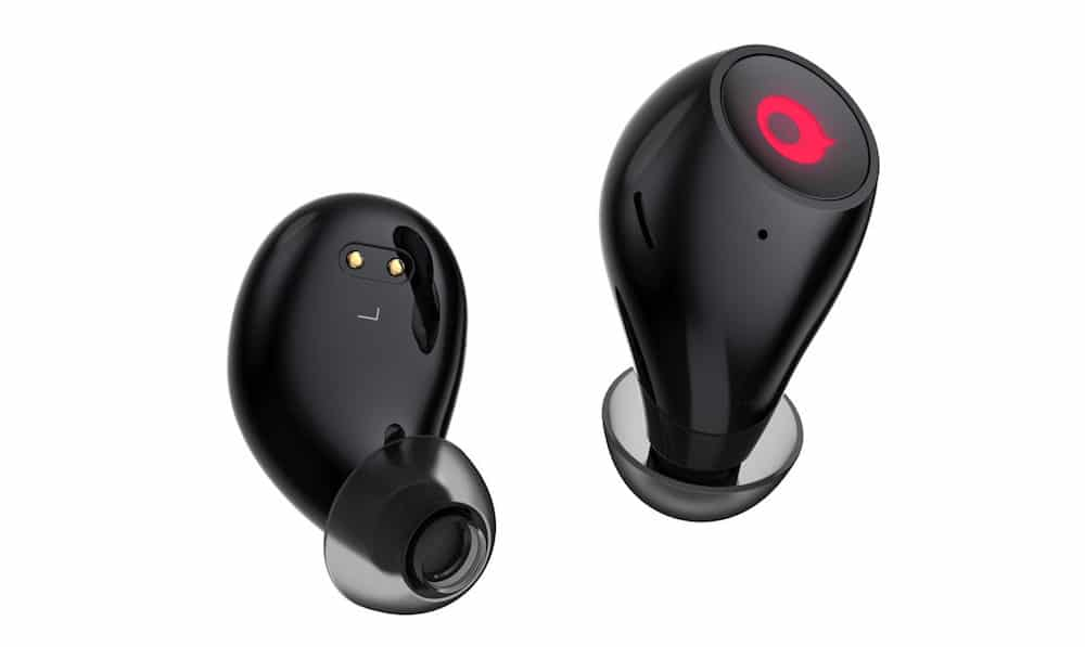 Primer plano de Airbuds, los auriculares inalámbricos para iPhone