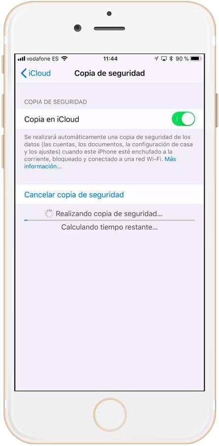 Cópia de seguridad en iCloud realizándose