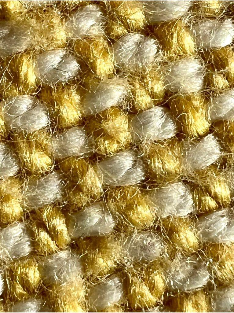 macro iPhone 13 tela dorada